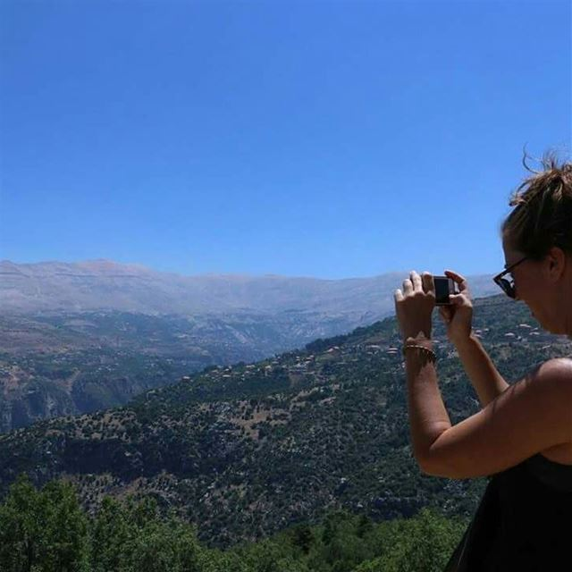 With the panoramic view everyone is a photographer HkiliAanBaladi ... (Hadeth, Mont-Liban, Lebanon)