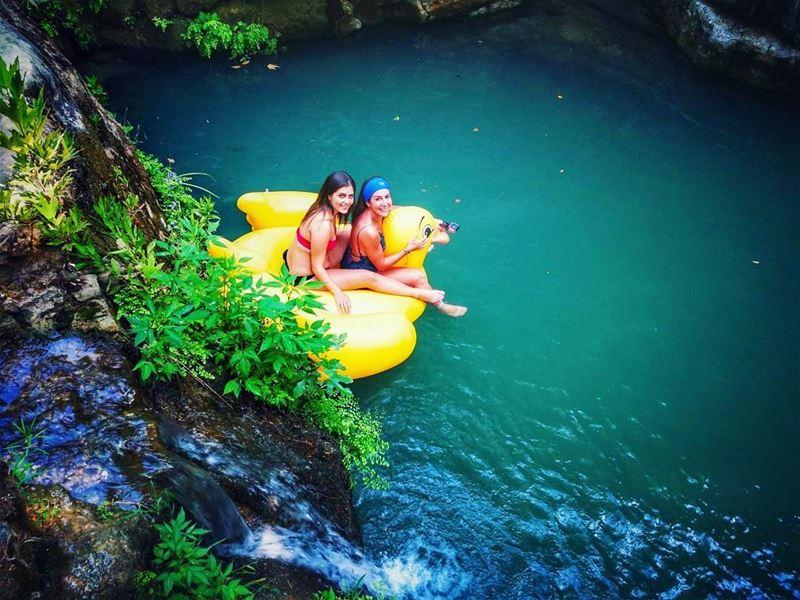 Good times + crazy friends=amazingmemories 🚣....... chillout ... (Baakline River)