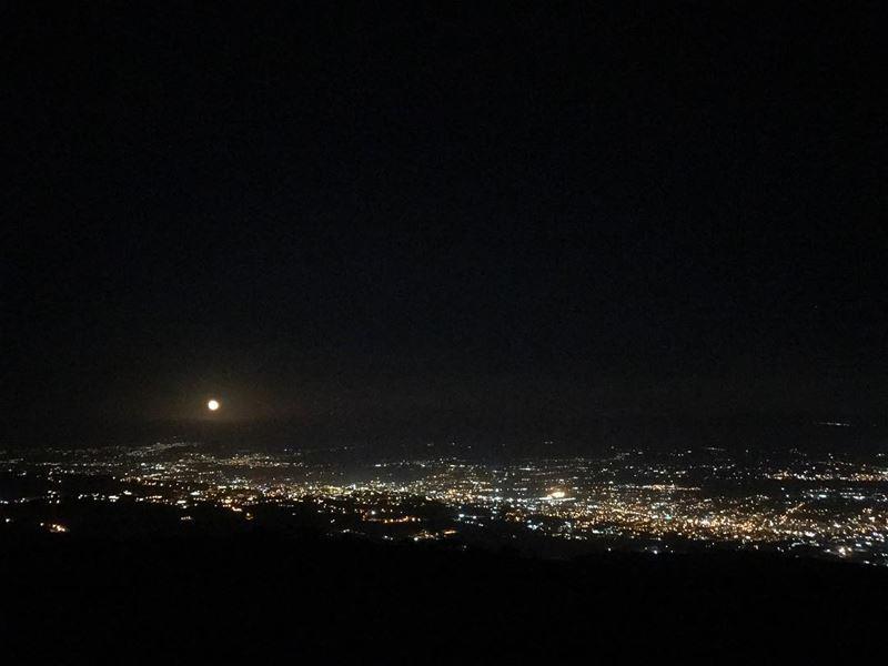 ~..ALMOST FULL Red Moon: Driving to the moon 🌘🚗..~ amazingview @amazing (Al Knaysah, Mont-Liban, Lebanon)