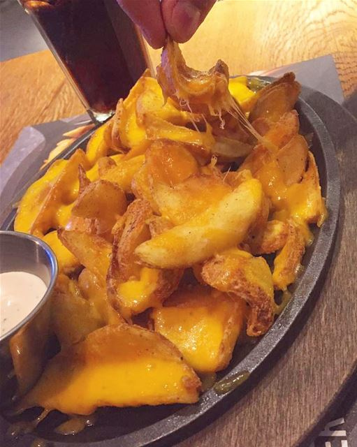 Crunchy 🍟Cheesy 🧀 Tasty 🤤 Potato Dippers @roadsterdiner . monday food... (Beirut, Lebanon)