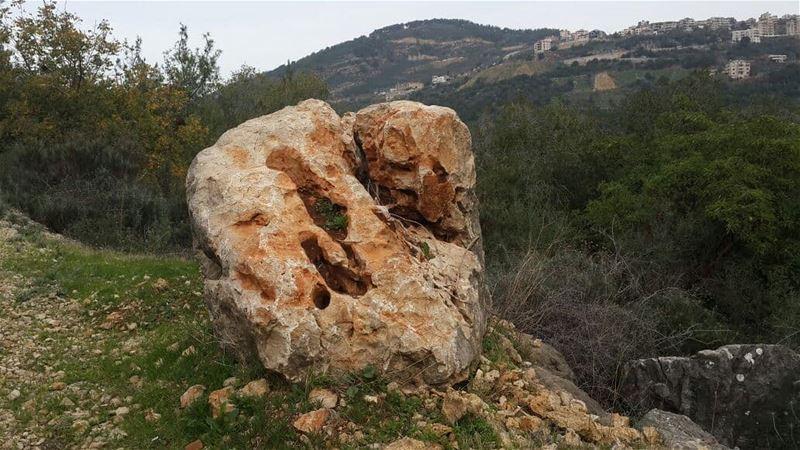 •على هيدي الصخرة، رح إستقبل ل 2018...•••• lebanon moment ... (Lebanon)