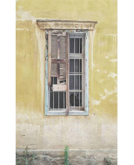 The scars of my city • beirut lebanon lebanonbyalocal ig_lebanon ... (Beirut, Lebanon)