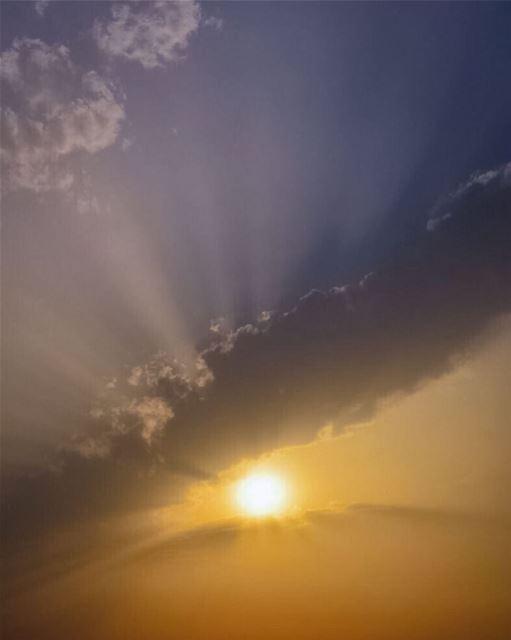 No cloud is so dark that the sun can't shine through - Miranda Kerr ...