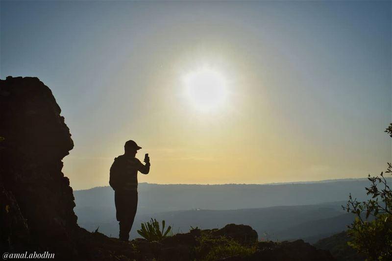 كي لا تسقط لا تسند ظهرك بأحد من البشر 👌.... lebanon photography ... (Hasbaya District)