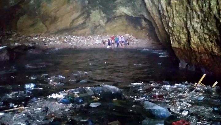 balaplastic cave clean up with the @lebanesescouts Lebanon has landfilled... (Raouché Arjaan)