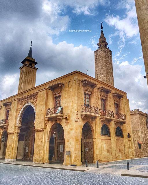 أيتها النحلة البيضاء الغائبة .. ما تزالين تحومين داخل روحي وتستمرين مع الأي (Downtown Beirut)