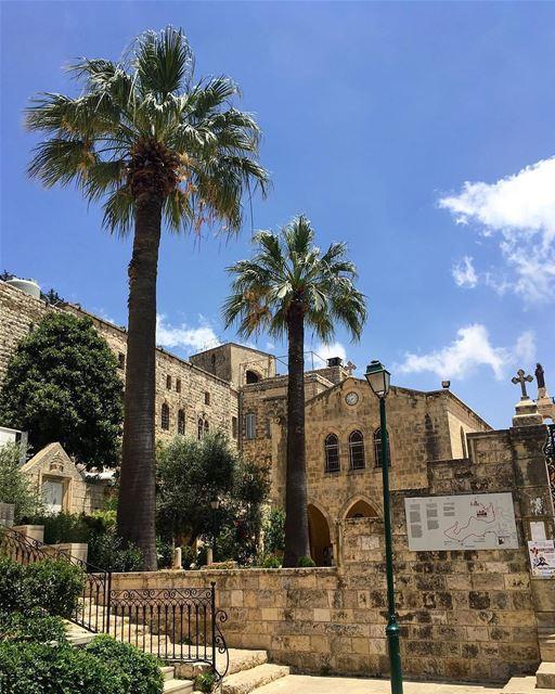 Esta é a histórica igreja de Nossa Senhora da Colina, Saydet El Talleh,... (Sayedet El Talleh)
