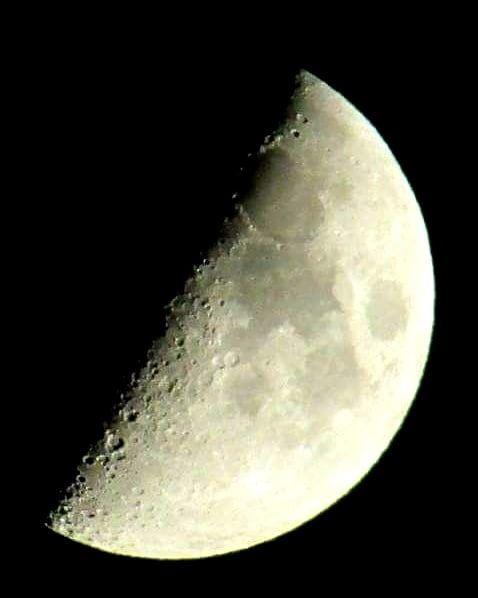 When I look at the moon... themoontonight halfmoon moonlight moonrocks... (Miziâra, Liban-Nord, Lebanon)