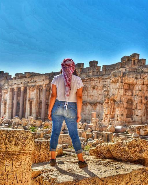 Just stand still 🙅🏽♀️ (Baalbek, Lebanon)