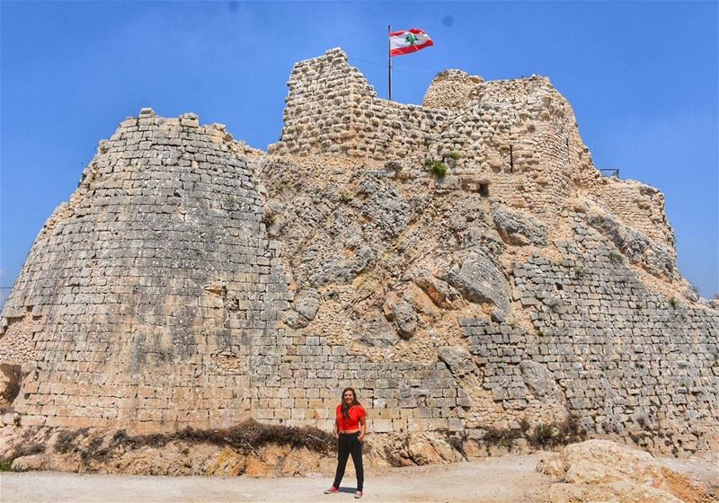 You make kingdoms and castles on your own... (Kal3et Sh2eef)