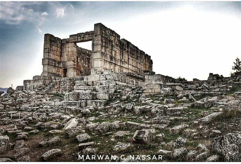 🏛by @marwan.g.nassar---------------------------------------------------- (Es Sfîre, Liban-Nord, Lebanon)