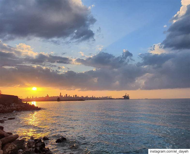 Enjoy every sunset❤❤ newyear 1stsunsetoftheyear clouds sunsets sea... (Beirut, Lebanon)