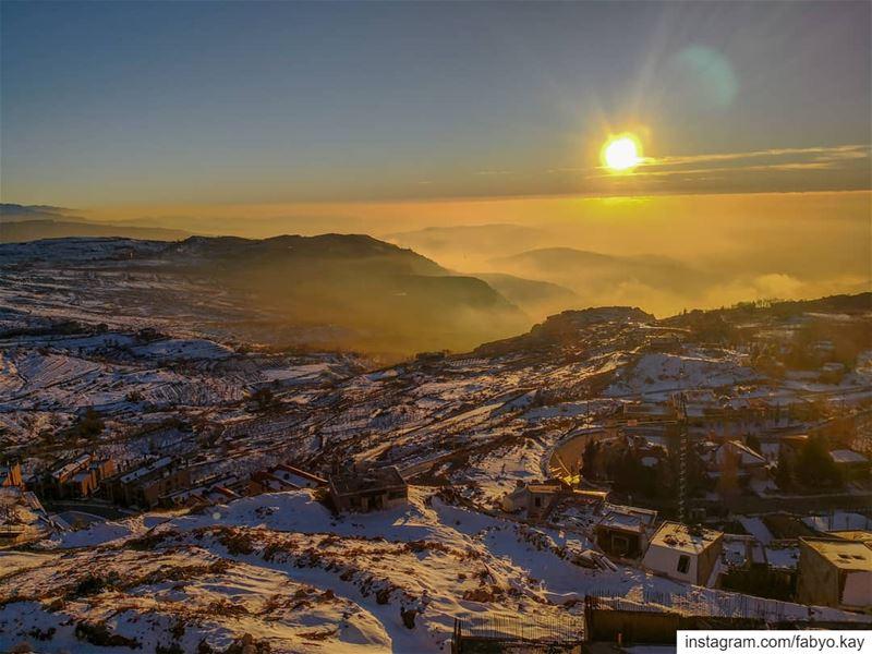 lebanon sunset sunsetporn snow skiing hikingculture master_shots... (Mzaar Kfardebian)