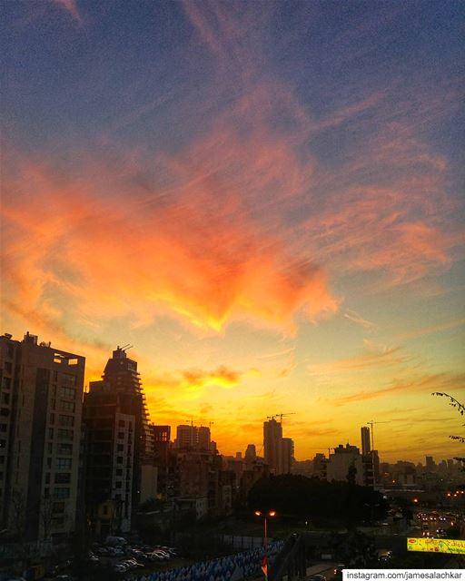 Amazing Sunset before the storm 😍 sunset sunsetlovers livelovebeirut ... (Beirut, Lebanon)
