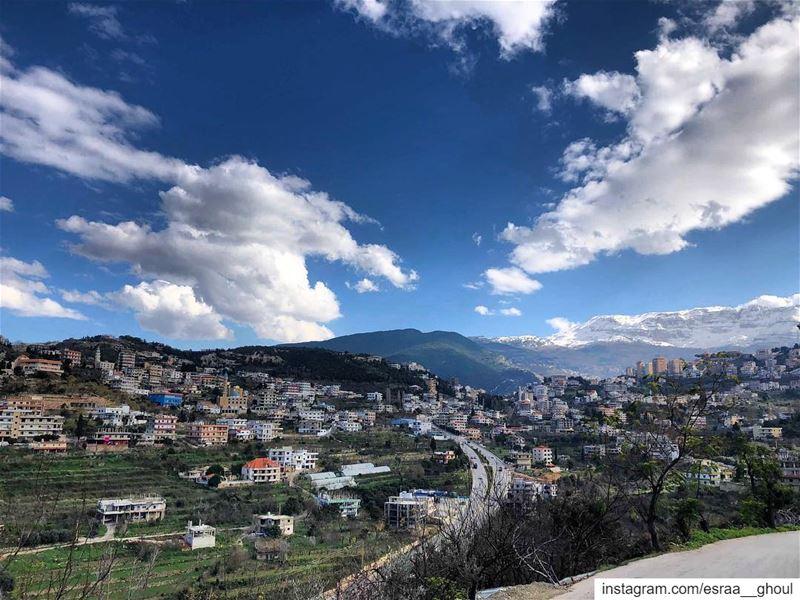 C'est la première page d'un livre de 365 pages .. Écrivez-en un bon🎈 ... (Bakhoun, Liban-Nord, Lebanon)