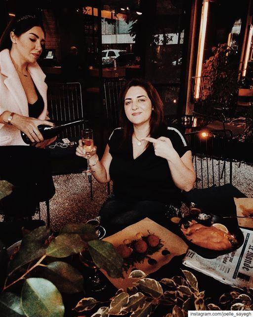 Yes please, another glass of Martini 🥂 Martini cheers bartender ... (Community Badaro)