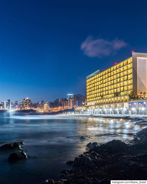 🇱🇧🇧🇷 Famosa por ser a última praia pública de Beirute, Ramlet El Bayda... (Ramlat Al Bayda', Beyrouth, Lebanon)