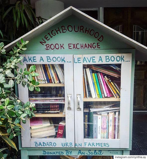Too much love ❤ sharingiscaring bookstagram bookshelf booklover ... (AU SOLEIL)