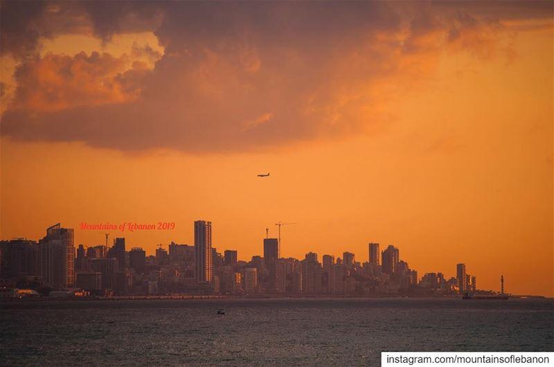 نباشر الهبوط ال مطار ... بيروت Beirut skyline and Spring Sunset skyline ... (Beirut, Lebanon)