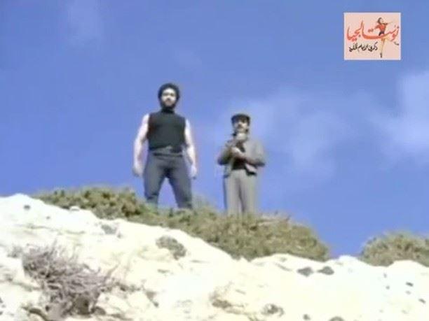 """محمد عيتاني يقفز عن صخرة الروشة بدلاً من محمد المولى في فيلم """"عودة البطل"""" عام 1983."""